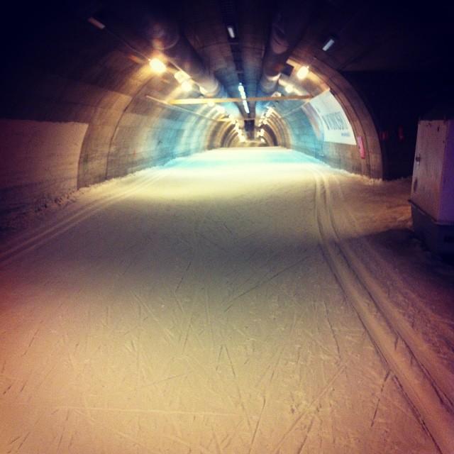 Tänään pääsen sekä tunneliin että maastoon hiihtämään, aikamoista!
