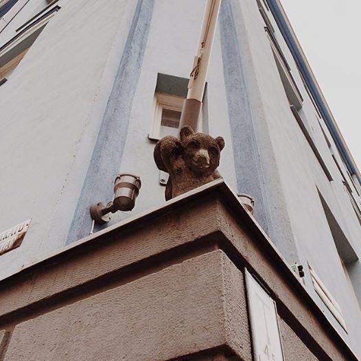 Tällaiseen söpöläiseen törmäsin tänään kaupungilla. Helsinki(kin) on täynnä upeita yksityiskohtia, kun pitää silmät auki!