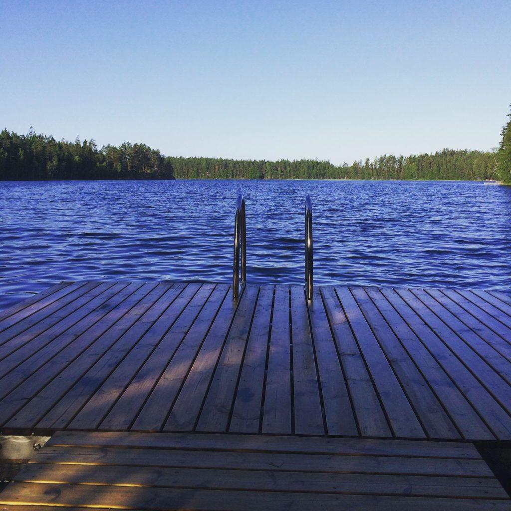 Kiitollinen voi olla vaikka siitä, että voi pulahtaa uimaan, vaikka sitten vähän vilakkaan veteen.