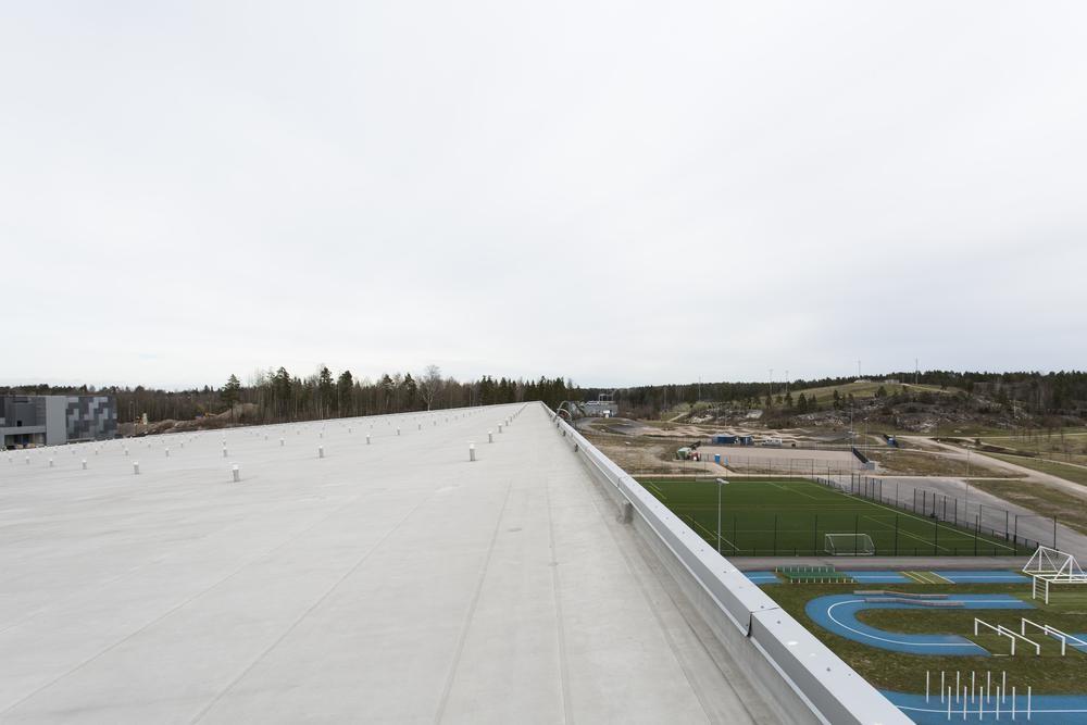 Aurinkopaneelit pystytetään tänne, Kivikon hiihtohallin katolle. Kuva: Aurinkovoimalan Facebook-sivu.